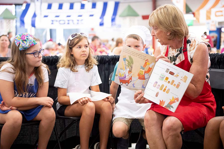 First Lady reading to kids at the Ohio State Fair